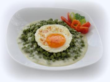 Spinat-Spätzle mit Gorgonzolasauce und Spiegelei - Rezept