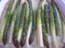 Vegan : Gemüsemaultaschen - Auflauf mit grünem Spargel und veganem Käse überbacken - Rezept