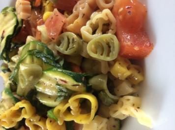 Nudelsalat mit frischem Gemüse - Rezept