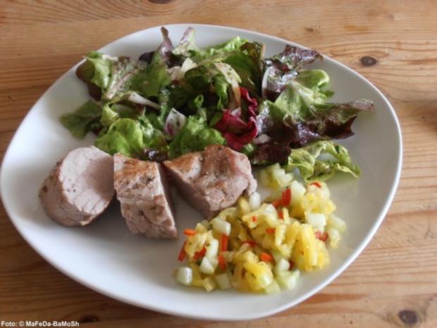 Schweinefilet mit Ananas-Gurken-Salsa - Rezept