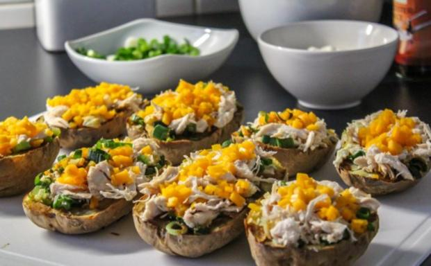 Überbackene Ofen-Kartoffeln mit Cheddar und Hähnchen - Rezept - Bild Nr. 2