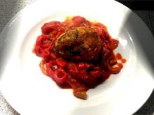 Geschmortes Zwiebel-Paprika-Hähnchen mit Calvados und Basilikum-Pesto-Kruste - Rezept