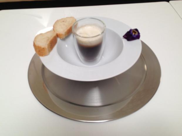 Cappuccino von karamellisierten Zwiebeln mit Gorgonzolaschaum - Rezept