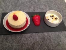 Joghurteis mit süßes Oliven / Käsekuchen mit Himbeer-Paprika Gelee - Rezept