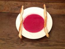 Rote-Bete-Kokos-Suppe mit Blätterteig-Parmesan-Stangen - Rezept