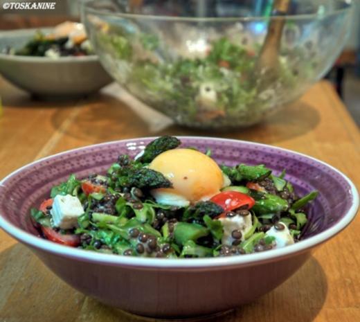 Belugalinsen-Salat mit grünem Spargel und in Öl gegartem Eigelb - Rezept - Bild Nr. 15