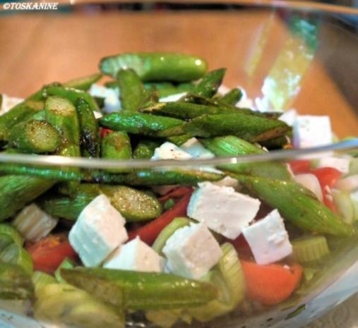 Belugalinsen-Salat mit grünem Spargel und in Öl gegartem Eigelb - Rezept - Bild Nr. 12