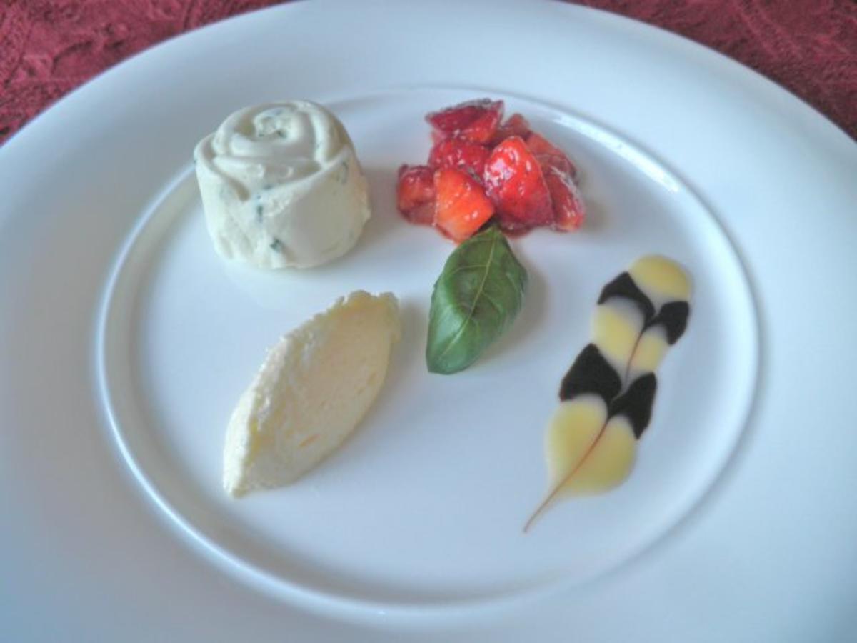 Basilikum - Eis, Eierlikör - Mousse und Balsamico - Erdbeeren ... mein Osterdessert ... - Rezept Eingereicht von Cookies