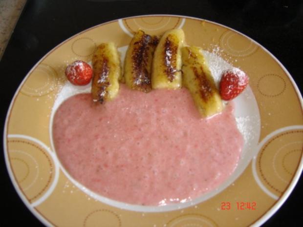 Gebackene Bananen mit Erdbeermus - Rezept