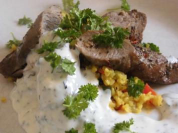 Lauwarmer Bulgur - Petersilien - Salat mit Lammlachsen und Minzjoghurt - Rezept