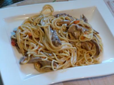 Spaghetti mit Metaxa-Gyrossauce nach Art der Griechen - Rezept