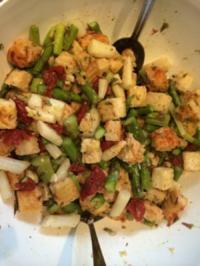 Spargel-Brot-Salat - Rezept