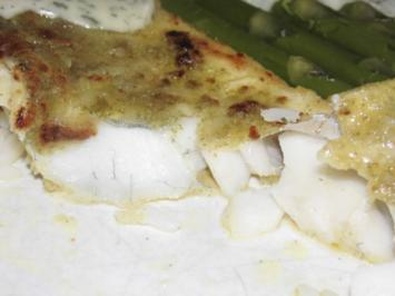 Zander auf der Haut gebraten mit Dillsoße, grüner Spargel und Reis - Rezept