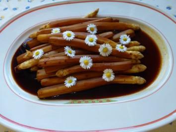 In Blutorangensud gegarter Spargel - Rezept