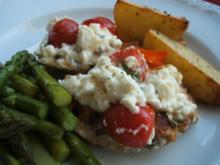 Geflügel: Hühnerschnitzel unter Tomaten-Schafskäse-Haube - Rezept