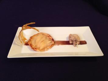Rezept: Nougat Thymian Eis mit Birnenküchlein