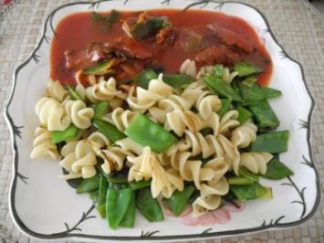 Vegan : Dinkel - Wickli mit Zuckerschoten an Tomaten - Seitan - Gulasch - Rezept