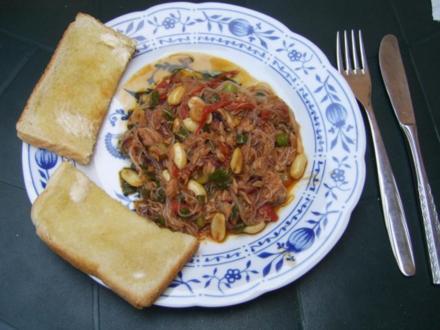 Scharfe Glasnudeln mit Thunfisch und Erdnüssen - Rezept