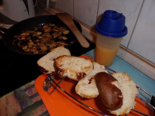 Pfannengericht: Omelett mit Pilzen und Brötchen - Rezept - Bild Nr. 4