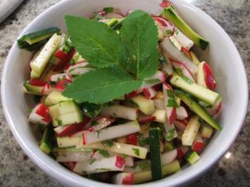Salate: Radieschen-Zucchini-Salat - Rezept
