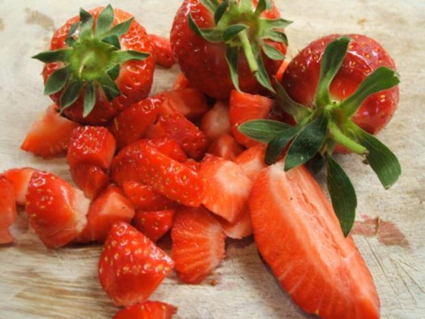 Dessert: Rhabarber-Buttermilch mit Erdbeeren - Rezept - Bild Nr. 6