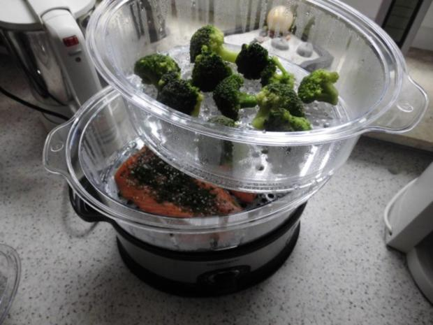 Lachs ohne Haut - Dampf gegart - mit kalter Vinaigrette, Curry - Mango - Reis u. Broccoli - Rezept - Bild Nr. 3
