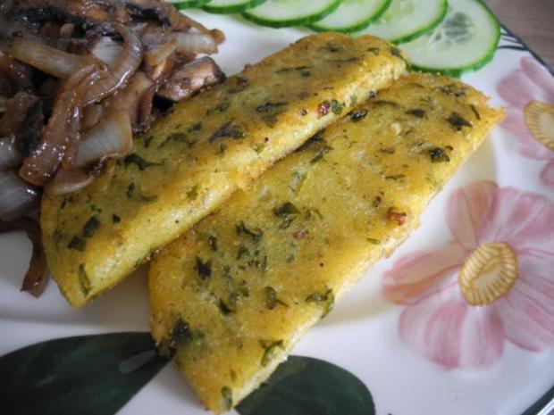 Vegan : Gebratene Petersilien - Polenta mit Dürrpflaumen - Zwiebel - Champignons - Rezept - Bild Nr. 2