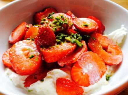 Erdbeeren mit Sahne deluxe - Rezept