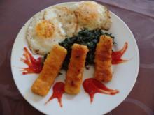 Fischstäbchen mit selbstgemachten Spinat und gebratene Eier - Rezept