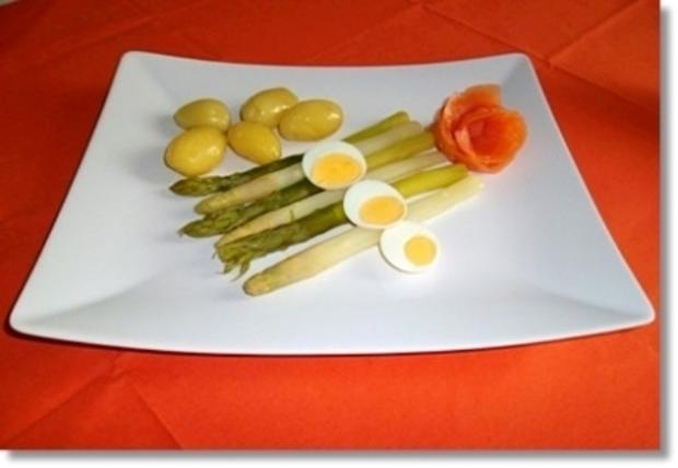 Zweierlei Spargel mit Kräuter Sauce, Drillingen und Lachs-Rose dazu - Rezept - Bild Nr. 20