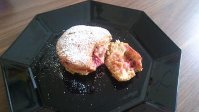 Gedeckte Erdbeer-Rhabarber Muffins - Rezept