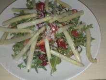 Lauwarme Spargelspitzen auf fruchtigen Salat - Rezept