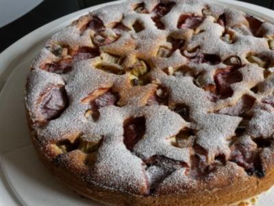 Erdbeer-Rhabarber-Joghurtkuchen - Rezept