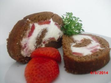 Schoko-Biskuit-Rolle mit Sahne und Erdbeer-Füllung - Rezept