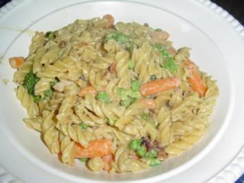 Rezept: Würzige Nudelpfanne mit Gemüse.