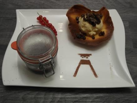 Flambierte Kirschen mit Muckefuck-Eis und Pumpernickel-Crunsh - Rezept