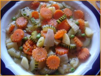 Möhren-Zucchini-Blüten-Eintopf - Rezept