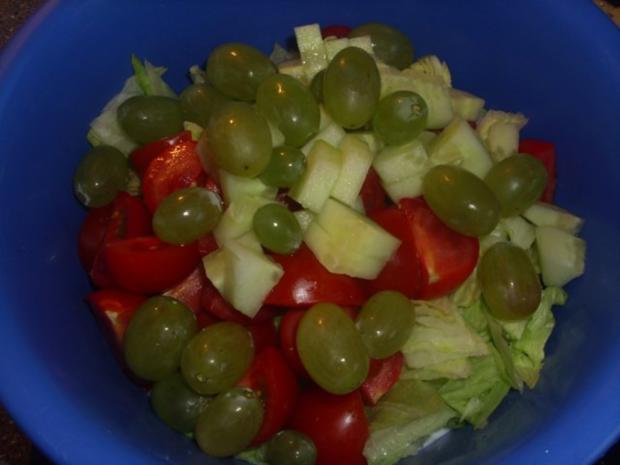 Gemischter Salat mit Weintrauben - Rezept - Bild Nr. 3