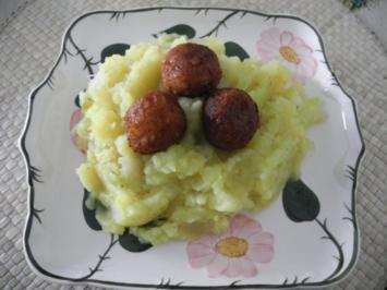 Vegan : Kartoffel - Kohlrabi - Spargel - Stampf mit Tofu - Bällchen + geraspelten Gurken - Rezept