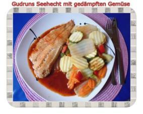 Fisch: Seehecht mit gedämpften Gemüse und Tomatensoße - Rezept