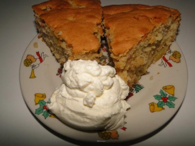 Rhabarberkuchen mit Eierlikörsahne - Rezept