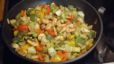 Rezept: Gemüse-Pfanne mit Scampis
