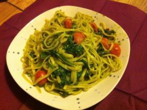 Go green: Mangold-Spinat-Linguine mit Basilikum-Pesto - Rezept