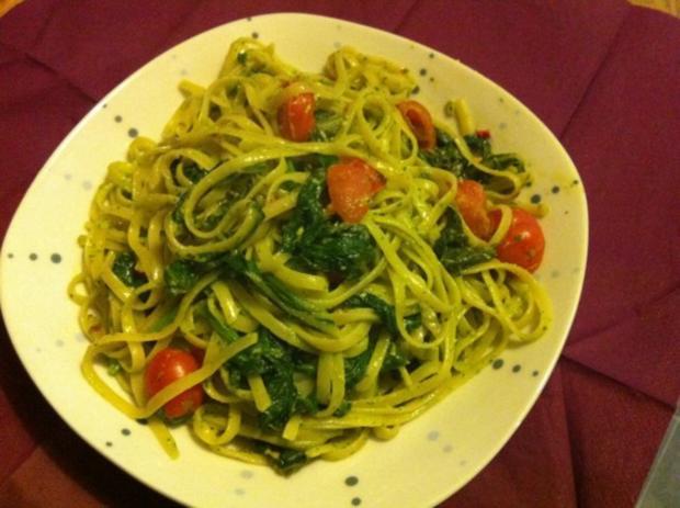 Go green: Mangold-Spinat-Linguine mit Basilikum-Pesto - Rezept - Bild Nr. 2