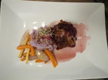 Gefülltes Kalbsfilet im Pancetta-Mantel mit Cranberry-Walnuss-Füllung - Rezept