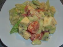 Gemischter Salat mit Apfel und Kiwi - Rezept