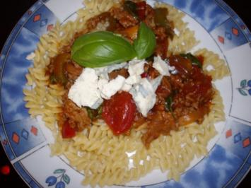 hackfleischpfanne mit basillikum und gorgonzola käse - Rezept
