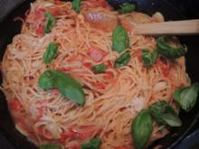 Spaghetti mit Tomatensoße - Rezept