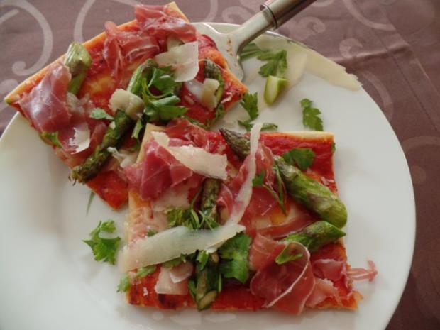 Pizza mit grünen Spargel und Prosciutto-Schinken - Rezept - Bild Nr. 2