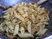 Vegan aus dem Wok : Veggi-Döner-Vleisch mit Kamut-Pasta und Erbsen - Rezept
